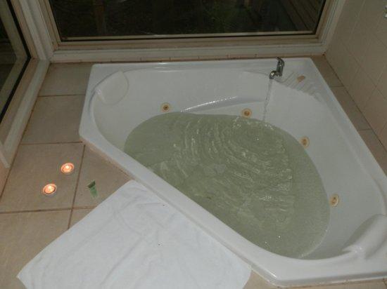 Kondalilla Eco Resort: Spa Bath