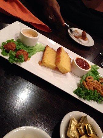 Kelsey's: gator cornbread calamari