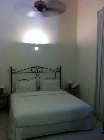 Hotel Monterrey: Cama