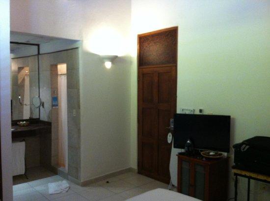 Hotel Monterrey: Tv LCD, Banheiro