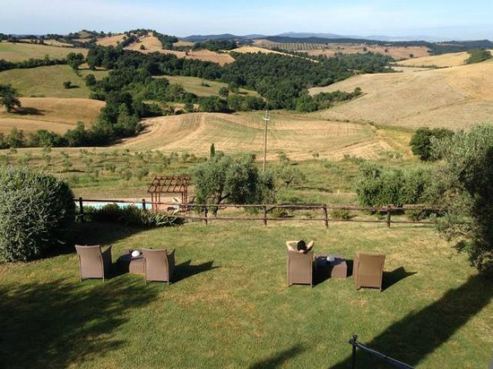 Quercia Rossa Farmhouse: chill out garden chairs