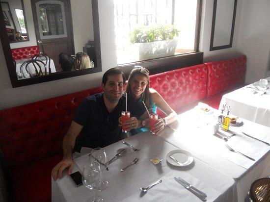 """Hotel Monterrey: No restaurante """"BRASSERIE MONTAIGNE"""" do hotel, tomando uma limonada cerejada (muito boa!)"""
