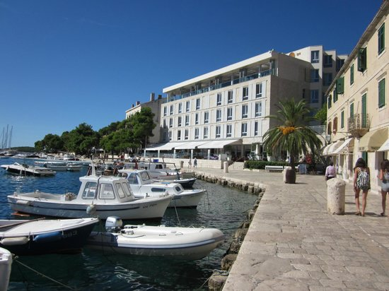 "Adriana, hvar spa hotel: Note ""harbor view"" rooms on side of building"