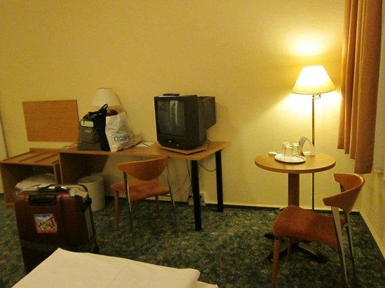 Comfort Hotel Lichtenberg: コンフォート ホテル リヒテンベルグ・・・TVは時代遅れのブラウン管
