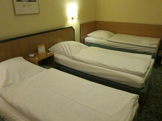 Comfort Hotel Lichtenberg: コンフォート ホテル リヒテンベルグ・・・3ベットで快適