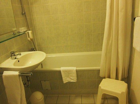 Comfort Hotel Lichtenberg: コンフォート ホテル リヒテンベルグ・・・浴室