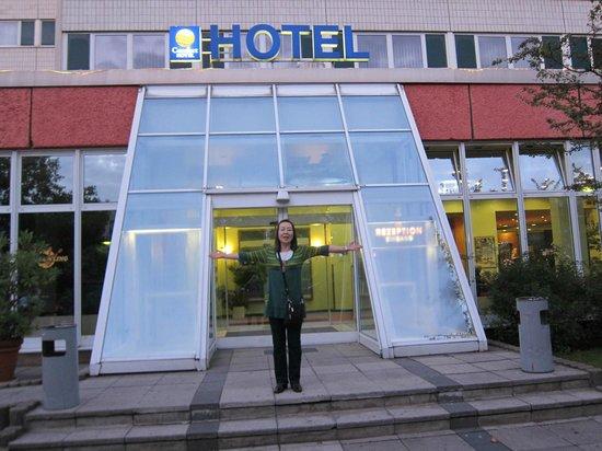 Comfort Hotel Lichtenberg: コンフォート ホテル リヒテンベルグ・・・ホテル玄関