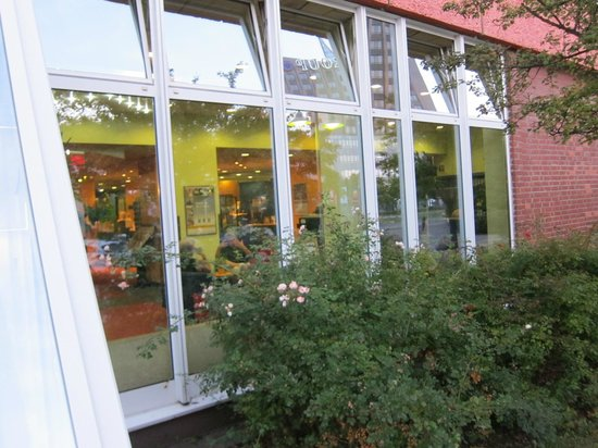 Comfort Hotel Lichtenberg: コンフォート ホテル リヒテンベルグ・・・レストラン脇植え込み