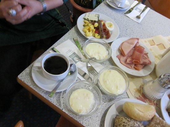 Comfort Hotel Lichtenberg: コンフォート ホテル リヒテンベルグ・・・美味しい朝食