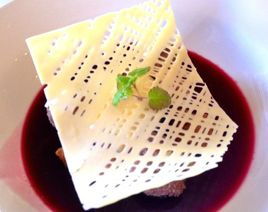 Eschalot Restaurant: Blueberry consommé with white chocolate.