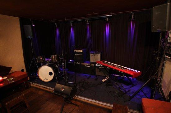 CC Music Cafe: Onze professionele backline zorgt er voor dat iedere band goed uit de verf komt.
