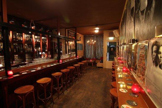 CC Music Cafe: U kunt CC Muziekcafé ook afhuren voor een privé feest, maar dan wél vóór acht uur 's avonds.