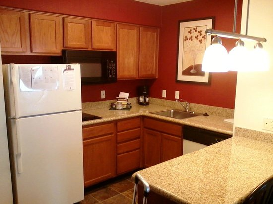 Residence Inn Kansas City Overland Park: Kitchenette