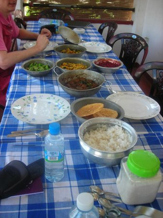 Karuna s Cooking Class @ Sonja's Healthfood Restaurant: Lunch for 4 is served