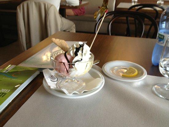 Pizzeria Victoria Grill: Dessert!!