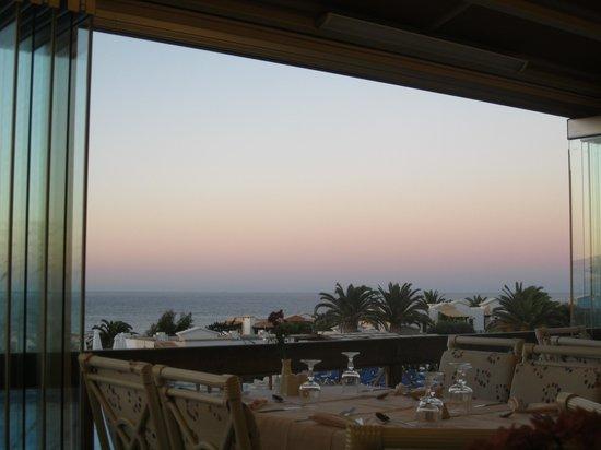 Aldemar Knossos Royal : Вид на отель за ужином