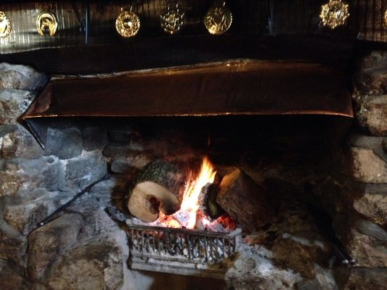 Warren House Inn: This fires been lit over 100 years!!!!