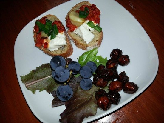 Forktown Food Tours: SideCar11 - those mini grapes were YUMMERS!