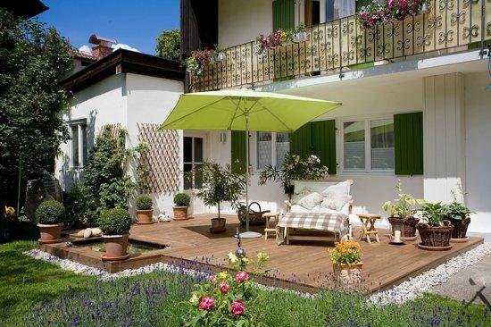 Die wundersch ne terrasse im garten bild von pension - Terrasse hoher als garten ...