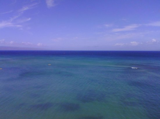 Kahana Beach Resort: clear water