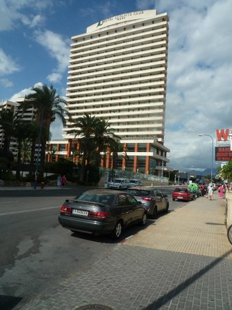 Hotel Levante Club & Spa: View from the road of the Hotel