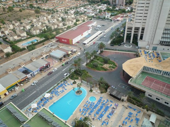 Hotel Levante Club & Spa: Looking down to pool
