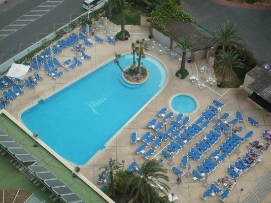 Hotel Levante Club & Spa: Looking down to the pool