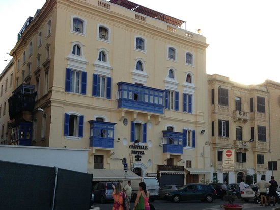 Castille Hotel: Front of the hotel