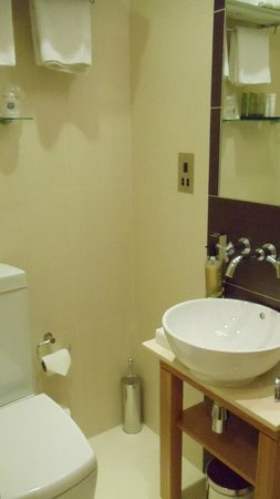 Best Western The Boltons: The bathroom - shower out of pic to right