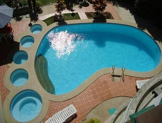 Apartelle de Francesca: Unique Foot Shaped Swimming Pool