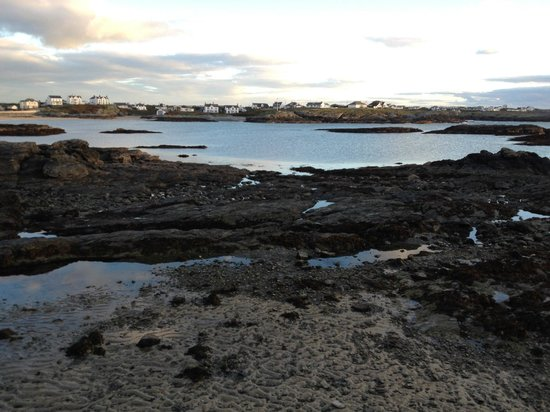Trearddur Bay Hotel: The view from the end of the hotel driveway