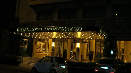 FH Grand Hotel Mediterraneo: Front of the hotel at night