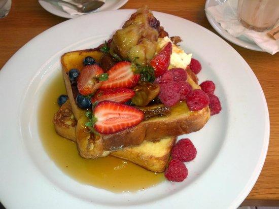 Oaks Mon Komo: Breakfast in the restaurant- large portions good $$