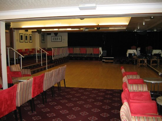Barrowfield Hotel: Entertainment area