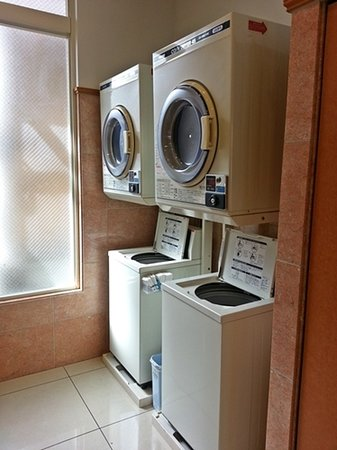 Toyoko Inn Fujisan Numazu Kitaguchi 2: self-coin laundry available at level 1 near the back door of the hotel too