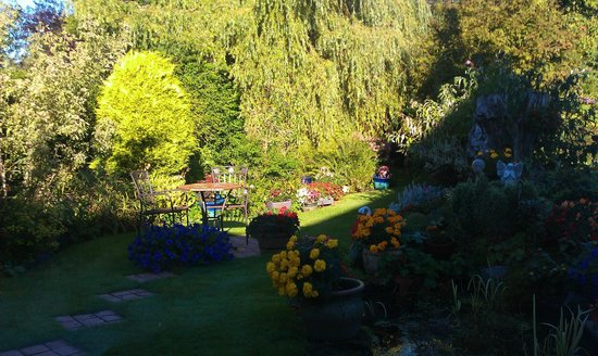 St Ann's House: View on the garden from the breakfast room