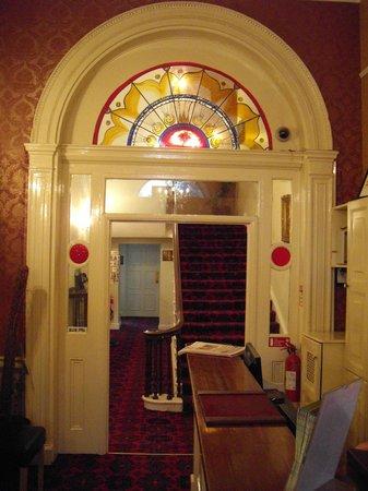 Hotel St. George : Eingagsbereich zum Treppenhaus