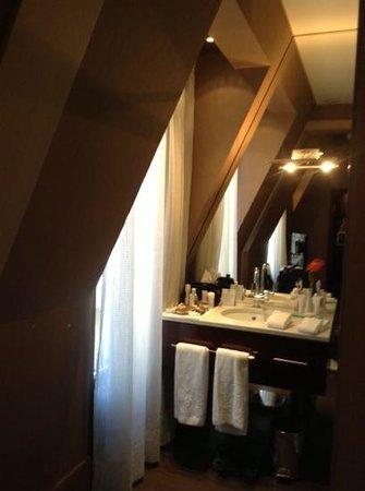 Hotel Casa Fuster: 5 Star Basin outside bathroom
