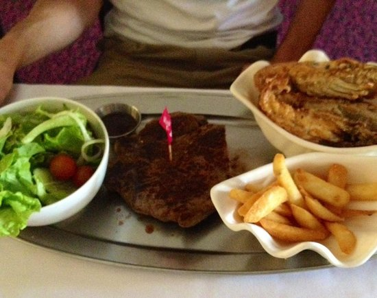 Ashmore Seafood and Steakhouse : Emm