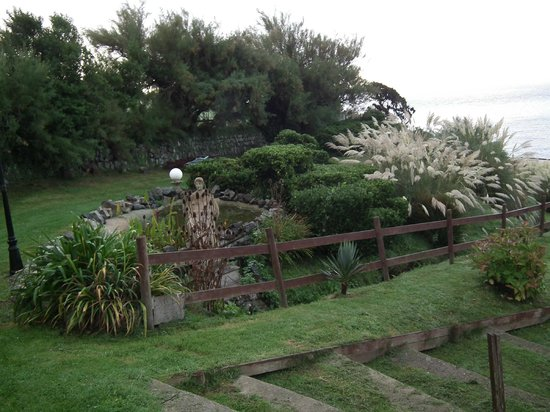 Housel Bay Hotel & Restaurant : Lovely Grounds