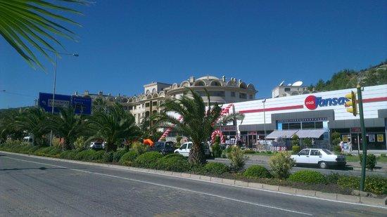 Cosmopolitan Resort Hotel: Framsidan av hotellet.