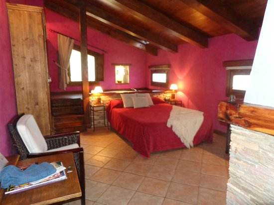 Casa Rural La Carreteria: HABITACIÓN FUCSIA