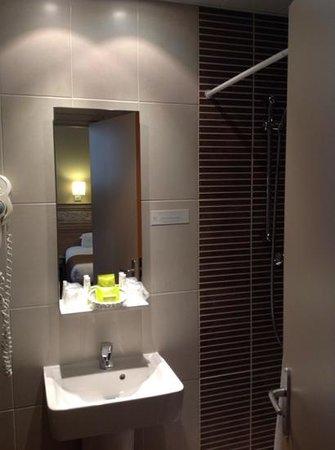 Hotel du Printemps : salle d'eau 36