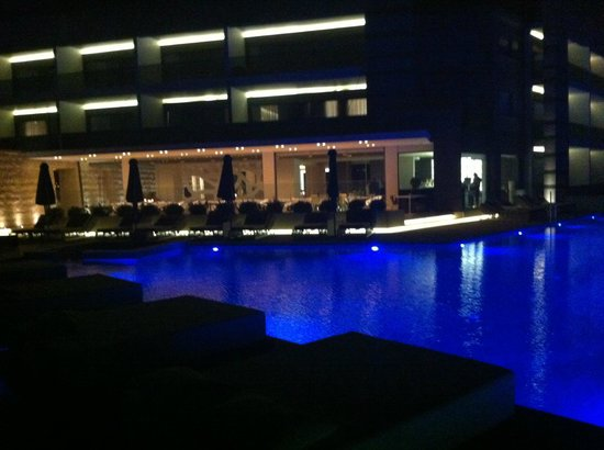 Aqua Blu Boutique Hotel + Spa: View at the hotel from the garden