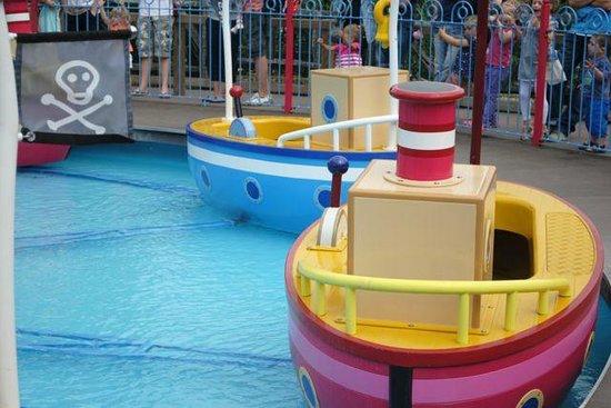 Paultons Park: boat ride