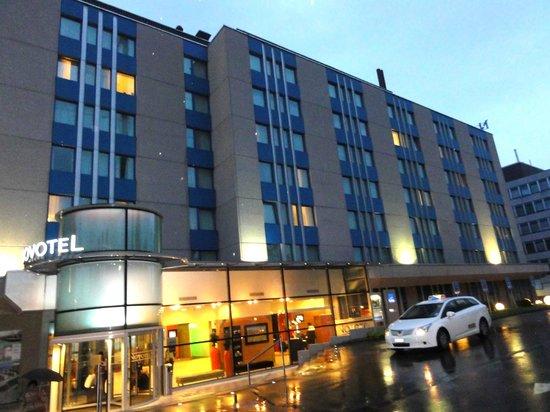 Novotel Zurich Airport Messe: ホテルの外観です。