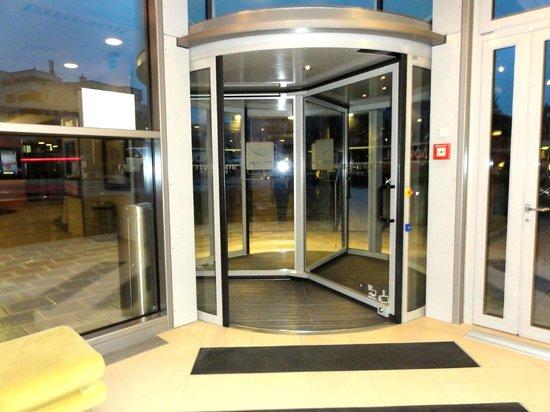 Novotel Zurich Airport Messe: 自動ドアとなっています。