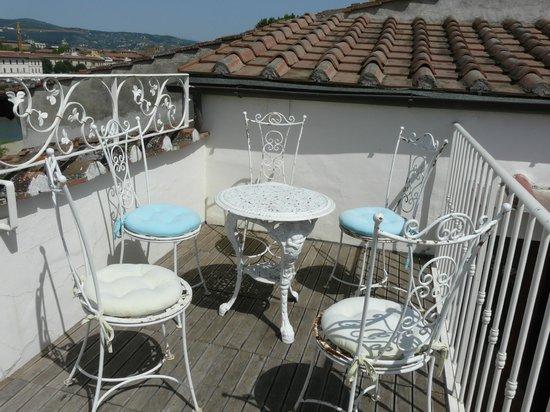 Serristori Palace: Еще один столик на террасе