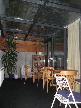 Lida Guest House: インターネット使い放題の談話室。