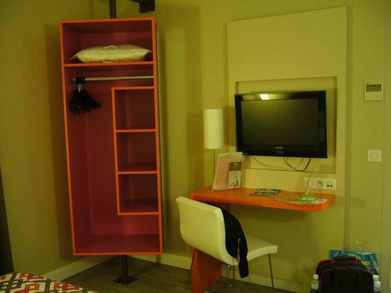 Ibis Styles Dijon Central : Modern design of the bedroom facilities